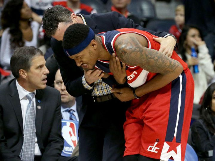 Bradley Beal Injures Shoulder