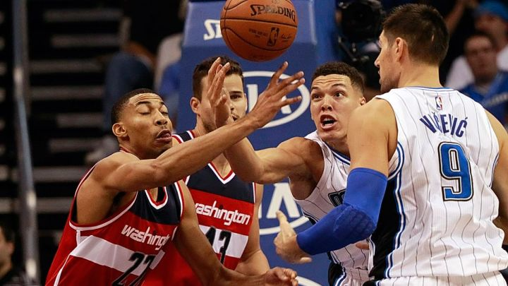 Washington Wizards Blog - Otto Porter fights for lose ball against Orlando Magic
